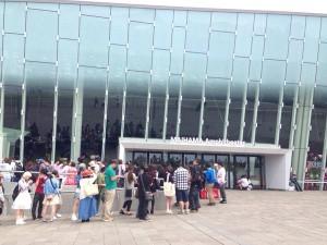 La file devant le Maihama theater le 4 Mai